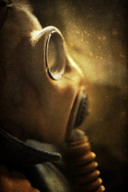 Sally Mundy GAS MASK Men