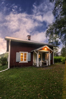 Reto Puppetti SMALL SWEDISH HOUSE IN COUNTRYSIDE Houses