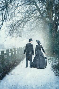 Lee Avison VICTORIAN COUPLE IN SNOW Couples