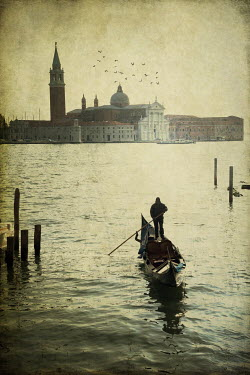 Victoria Davies GONDOLIER VENICE ST MARKS SQUARE IN BACKGROUND Miscellaneous Cities/Towns