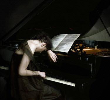 Marta Ostrowska WOMAN PLAYING GRAND PIANO Women