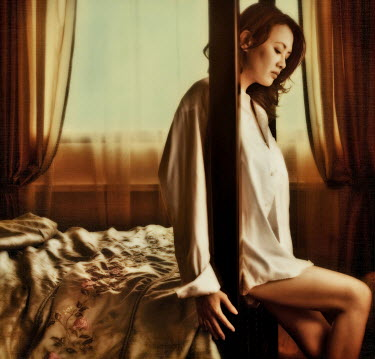 Vanessa Ho ASIAN WOMAN ON FOUR POSTER BED Women