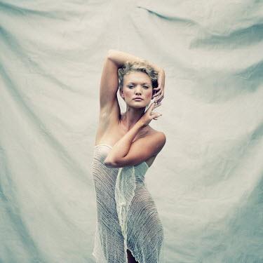 Jennifer Hudson BEAUTIFUL YOUNG BLOND WOMAN Women