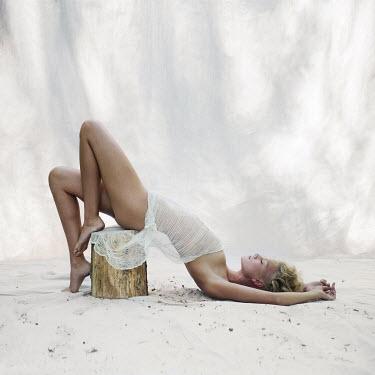 Jennifer Hudson WOMAN LYING ON WHITE SAND Women