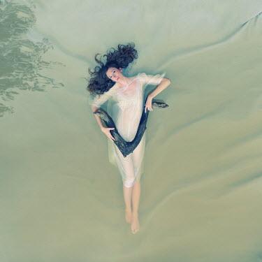 Jennifer Hudson WOMAN IN WATER WITH LOG Women