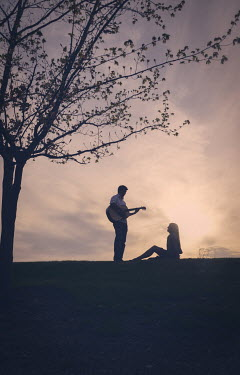 Elisabeth Ansley SILHOUETTE OF COUPLE AT SUNSET Couples