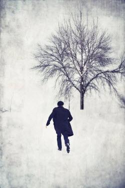 Dave Curtis MAN WALKING IN SNOW Men