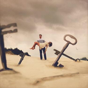 Joel Robison MAN CARRYING WOMAN IN DESERT OF KEYS Couples
