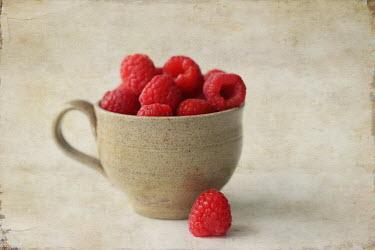 Pamela Schmieder RASPBERRIES IN CUP Miscellaneous Objects