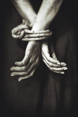 Yolande de Kort WOMAN WITH HANDS TIED WITH ROPE Body Detail