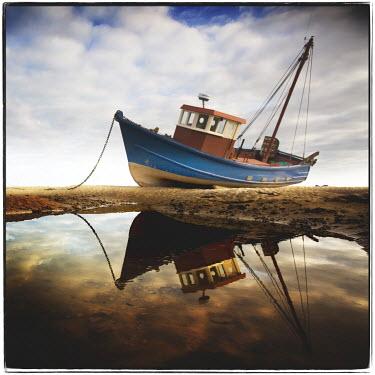 Steve Deer OLD WOODEN BOAT ON BEACH Boats