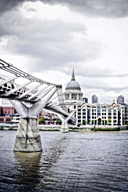 Annalisa Khan ST PAUL'S CATHEDRAL AND MILLENNIUM BRIDGE Miscellaneous Cities/Towns