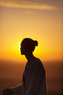 Sarah Ketelaars SILHOUETTE OF WOMAN AT SUNSET Women