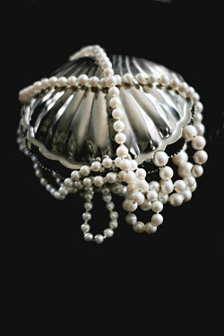 Ilona Wellmann SILVER CLAM WITH PEARL NECKLACES Miscellaneous Objects