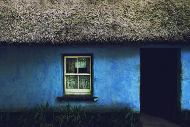 Christine Amat OLD THATCHED COTTAGE Houses