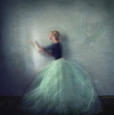 Kylli Sparre BLOND WOMAN IN FULL SKIRT Women