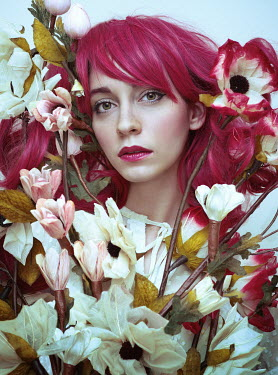 Lidia Vives Rodrigo WOMAN WITH PINK HAIR WITH FLOWERS Women