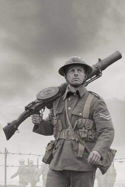 Stephen Mulcahey BRITISH SOLDIER WITH LEWIS GUN Men