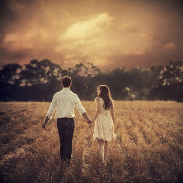 Lauren Alexandra Miller COUPLE WALKING THROUGH WHEAT FIELD Couples