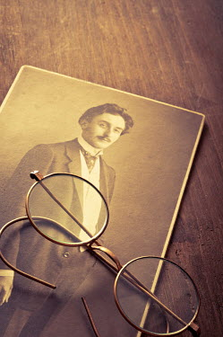 Valentino Sani OLD PHOTO AND RETRO SPECTACLES INDOORS Miscellaneous Objects