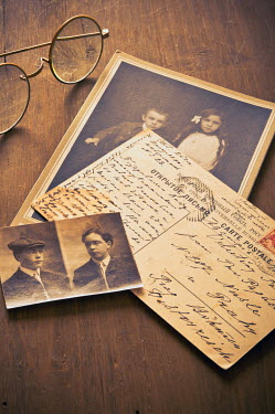 Valentino Sani OLD PHOTOS AND POSTCARD NEAR RETRO SPECTACLES Miscellaneous Objects