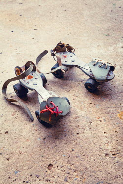 Richard Nixon PAIR OF VINTAGE ROLLER SKATES OUTSIDE Miscellaneous Objects