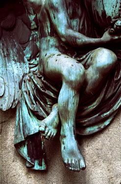 Ute Klaphake CLOSE UP OF WORN STATUE OUTSIDE Statuary/Gravestones