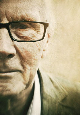 Lyn Randle CLOSE UP OF ELDERLY MAN IN SPECTACLES Men