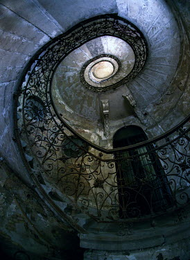 Jaroslaw Blaminsky SPIRAL STAIRCASE WITH BANISTER INDOORS Stairs/Steps