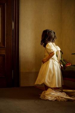 Irma Kanova LITTLE VINTAGE GIRL INSIDE BY DOOR Children