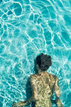 Colin Hutton WOMAN SWIMMING UNDER WATER Women