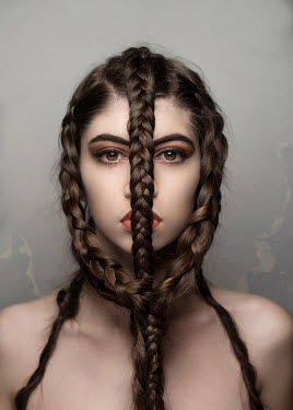 Sylwia Makris WOMAN WITH EXTREME PLAITED HAIR Women