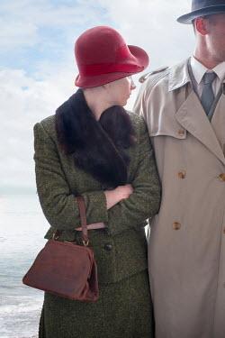 Lee Avison SMART RETRO COUPLE BESIDE OCEAN Couples