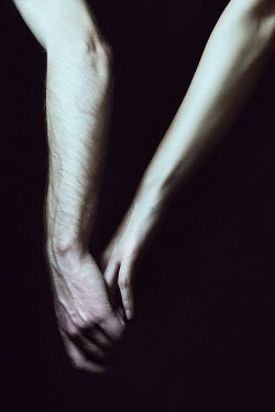 Elena Bovo CLOSE UP OF COUPLES HANDS TOUCHING Couples
