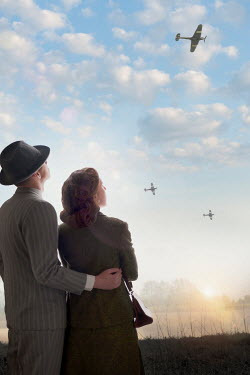 Lee Avison 1940S COUPLE WATCHING PLANES Couples