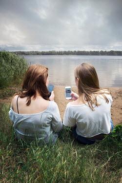 Yolande de Kort YOUNG WOMEN WITH PHONES BY LAKE Women