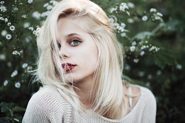 Jovana Rikalo YOUNG BLONDE WOMAN AMONG DAISIES Women