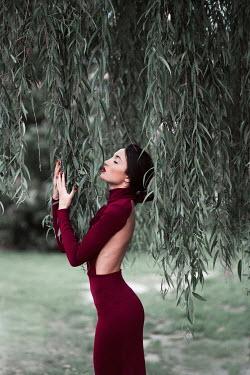 Jovana Rikalo GLAMOROUS YOUNG WOMAN TOUCHING TREE LEAVES Women