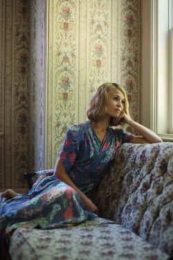 Robin Macmillan BLONDE VINTAGE WOMAN SITTING ON SOFA Women