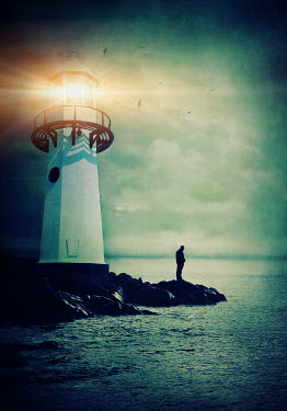Lyn Randle SILHOUETTE OF MAN BY LIGHTHOUSE Men