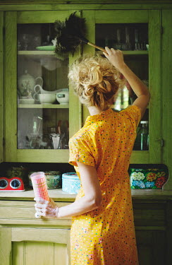 Robin Macmillan VINTAGE BLONDE WOMAN CLEANING KITCHEN CUPBOARD Women
