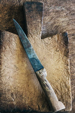 Elly De Vries WOODEN KNIFE AND CHOPPING BOARD Miscellaneous Objects