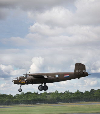 CollaborationJS WW2 PLANE LANDING IN FIELD Miscellaneous Transport