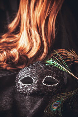 Drunaa mask and auburn wig Miscellaneous Objects
