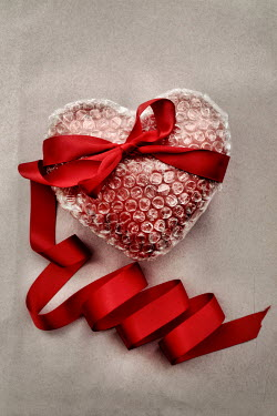 Peter Hatter HEART WRAPPED IN BUBBLE WRAP AND RIBBON Miscellaneous Objects
