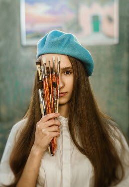 Inna Mosina YOUNG BRUNETTE WOMAN WITH PAINTBRUSHES Women