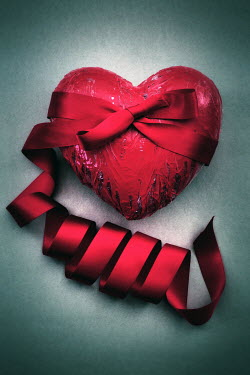 Peter Hatter RED HEART WRAPPED IN RIBBON Miscellaneous Objects