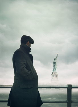 Mark Owen VINTAGE MAN BY STATUE OF LIBERTY Men