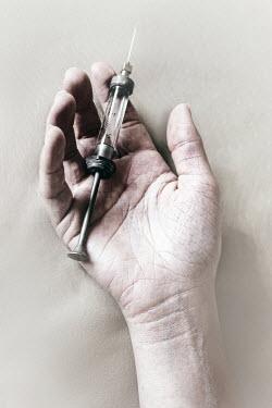 Ilona Wellmann HAND HOLDING SYRINGE Body Detail