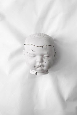 Benjamin Harte BROKEN WHITE CHINA DOLLS HEAD Miscellaneous Objects